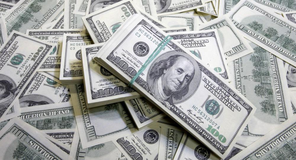 الدولار يرتفع إلى أعلى مستوى
