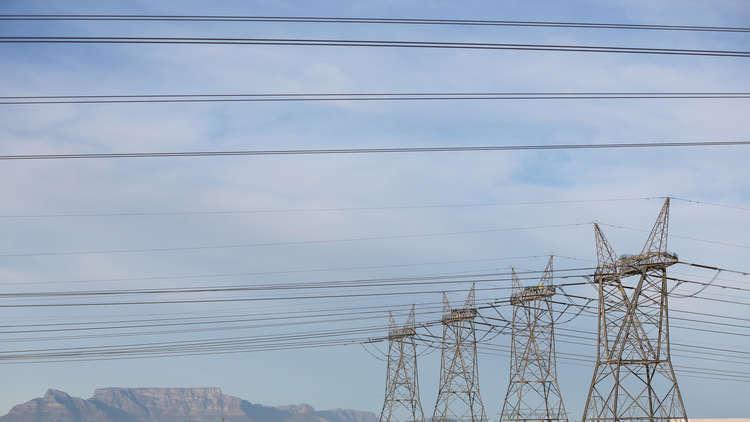 الإرهابيون يسرقون أعمدة الكهرباء في منطقة رأس العين