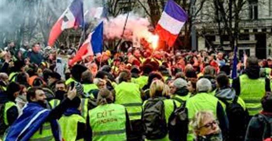 """فرنسا.. اعتقال العشرات من محتجي """"السترات الصفراء"""""""