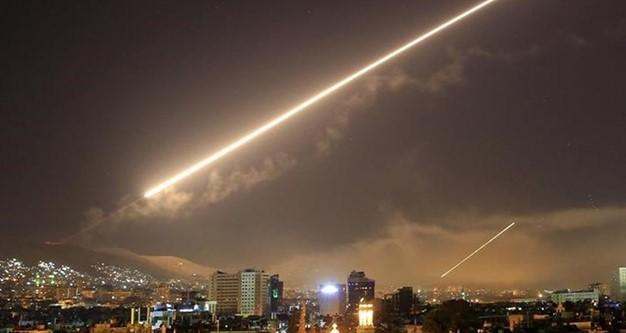 """عدوان """"صهيوني"""" على ريفي دمشق والقنيطرة.. والدفاعات الجوية تتصدى له"""
