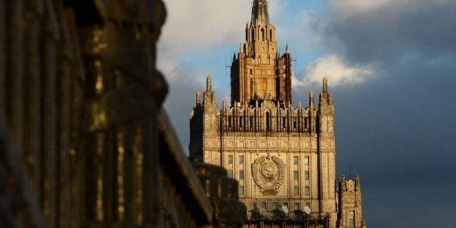 موسكو تنفي المزاعم حول استهداف طائرات روسية مخيماً للنازحين في سورية