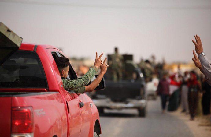 """مصادر: """"قسد"""" تسلم الجيش العربي السوري مناطق سيطرتها"""