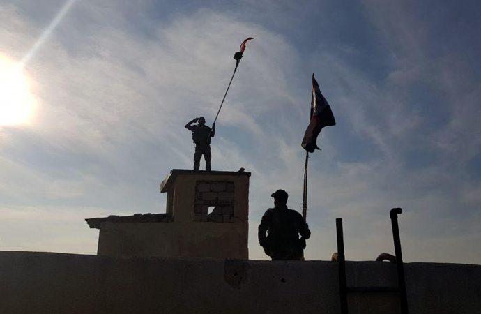 «صور» .. رفع العلم الوطني على الحدود السورية التركية