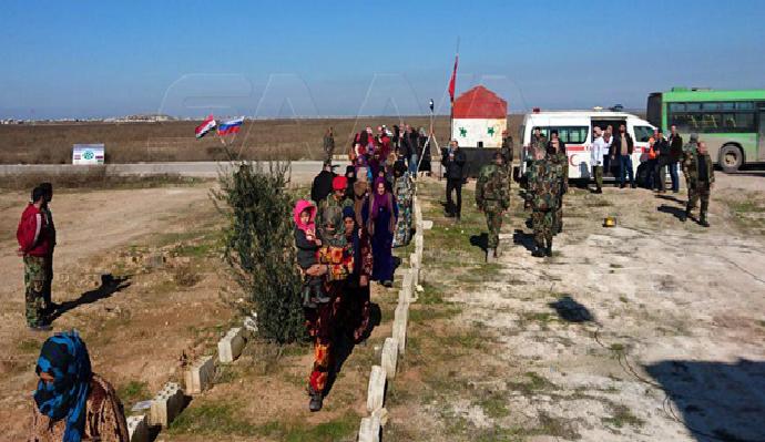 عبر ممري الحاضر وأبو الضهور.. خروج عشرات المدنيين من ريفي حلب وإدلب