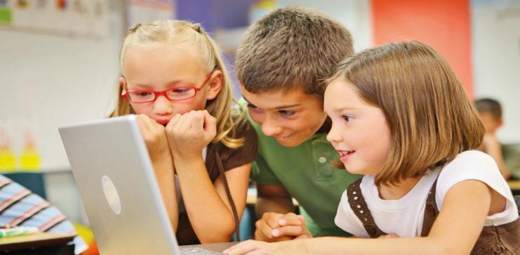 سلبيات استخدام الأطفال المفرط للتاب والكمبيوتر