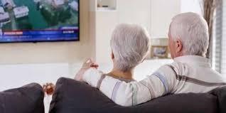 خبيرة نفسية تنصح كبار السن بالتقليل من مشاهدة التلفاز