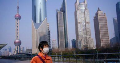 موظفو هونغ كونغ يعودون لأعمالهم