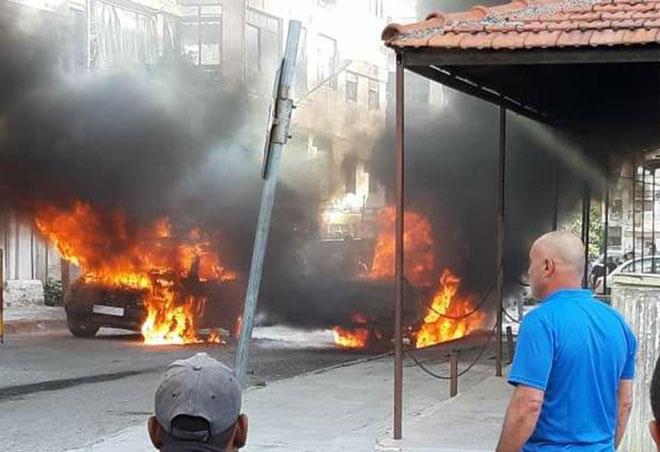 اللاذقية.. اندلاع حريق بسيارتين في حي شريتح