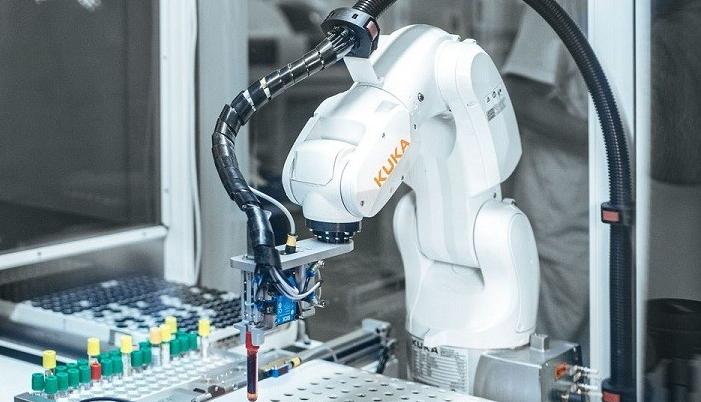 علماء يطورون روبوت لاختبار العينات أثناء تواجدهم في المنزل!!