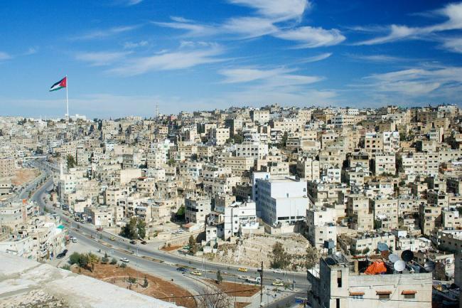 بسبب تفشي كورونا.. عزل 19 مبنى سكني بالعاصمة الأردنية