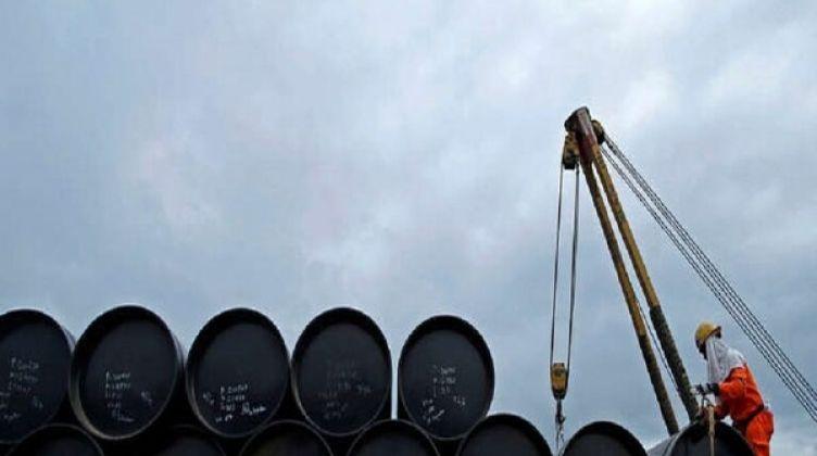 مخزونات الخام والبنزين الأمريكية تتراجع