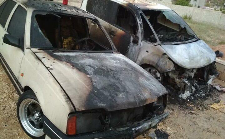 مستوطنون يحرقون سيارات الفلسطينيين غرب نابلس