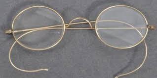 بعد العثور عليها…عرض نظارة مهاتما غاندي بمزاد عبر الانترنت