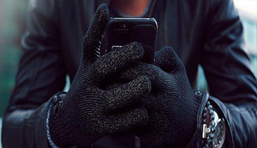 قفازات إلكترونية جديدة تنقل الشعور باللمس