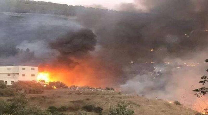 العمل على إخماد حريق في وادي النضارة