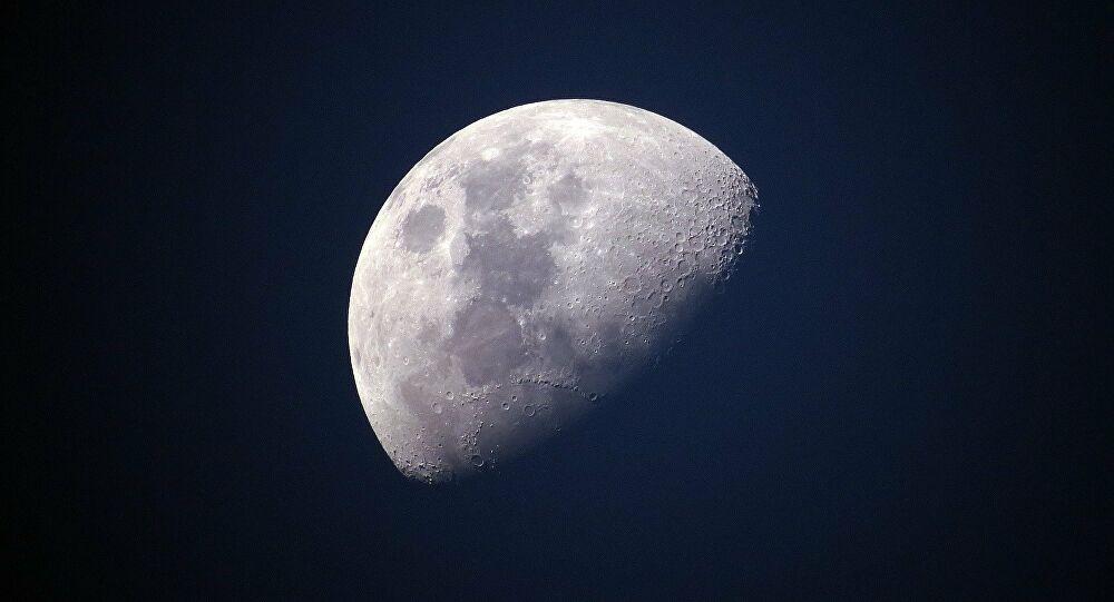 """المسبار """"تشينج-5"""" يستكمل جمع الحطام الصخري على القمر"""