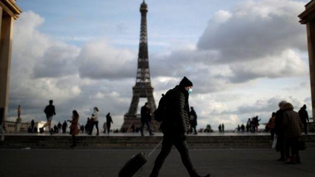 الصحة الفرنسية تحذر من الدخول في ذروة الموجة الثالثة لكورونا